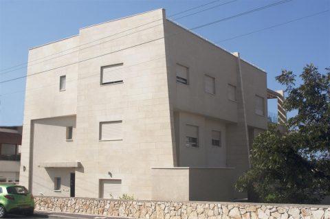 בית שלוש יחידות דיור בנהריה